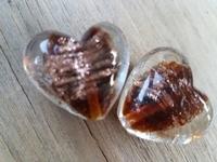 Bruine kraal met goud zand hart