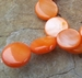 Rond plat schelp oranje parelmoer